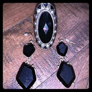 Jewelry - Black & Gold Costume Ring & Earrings Bundle